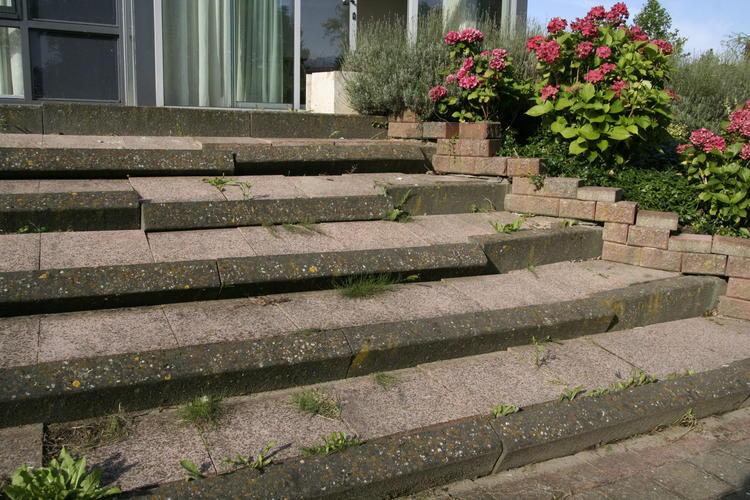 Verzakte trap in tuin herstellen werkspot for Trap tuin aanleggen