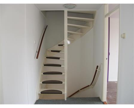 Vaste trap naar zolder werkspot - Trap toegang tot zolder ...
