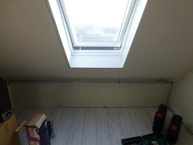 Schuifdeuren kasten onder schuin dak lijsten voor veluxramen werkspot - Badkamer onder het dak ...
