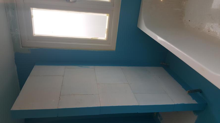 Tegels plaatsen badkamer werkspot for Hoe tegels plaatsen badkamer