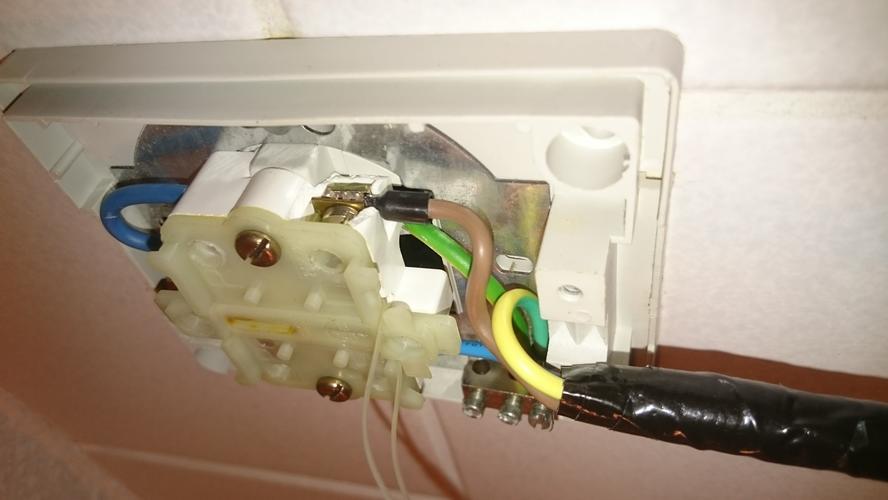 Verlengen wasmachinesnoer, vervangen trekschakelaar en wasmachine a ...