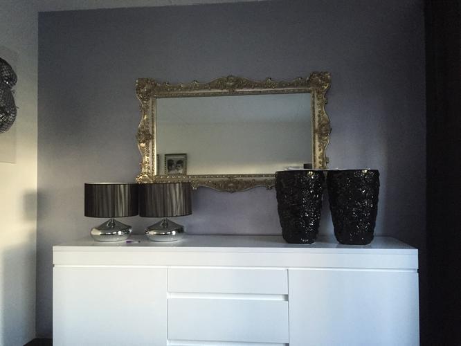 Muren woonkamer grijs maken metallic wandje woonkamer wit maken of