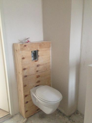Badkamer en toilet tegelen, cementdekvloer aanbrengen - Werkspot
