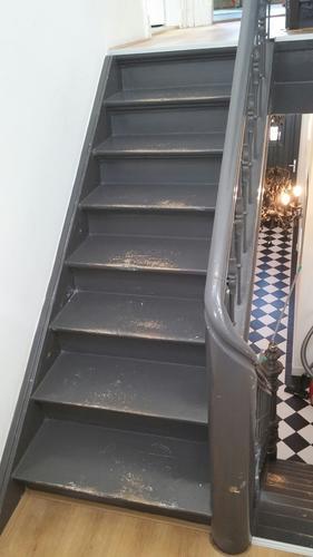 Schilderen trappen werkspot - Schilderen muur trap ...