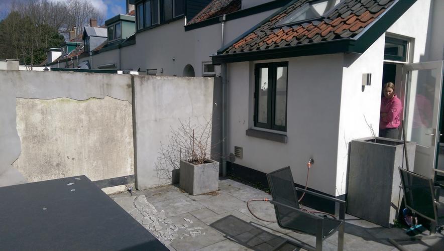 Veranda plaatsen in kleine tuin werkspot for Tuin uittekenen
