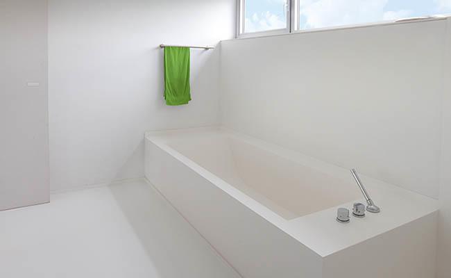 Aanbrengen Epoxy Coating (wand) + gietvloer in badkamer (totaal ca ...