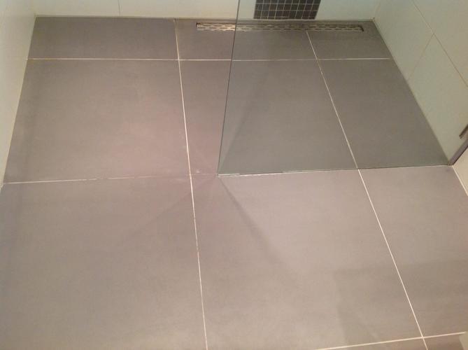 Vloer Betegelen Badkamer : Badkamer vloer betegelen met bestaande tegels werkspot