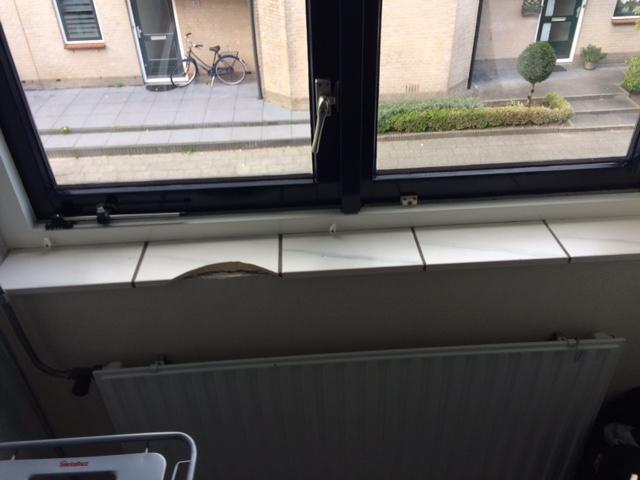 Tegels vensterbank vervangen werkspot for Vensterbank vervangen