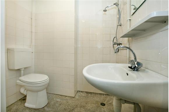Kleine Badkamer Amsterdam : Kleine badkamer vloer graniet vernieuwen in amsterdam werkspot