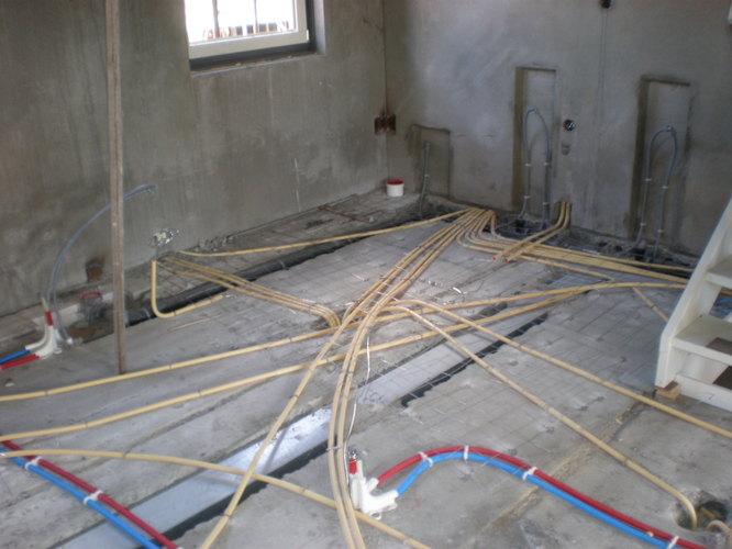Badkamer Vloer Storten : Badkamervloer storten werkspot