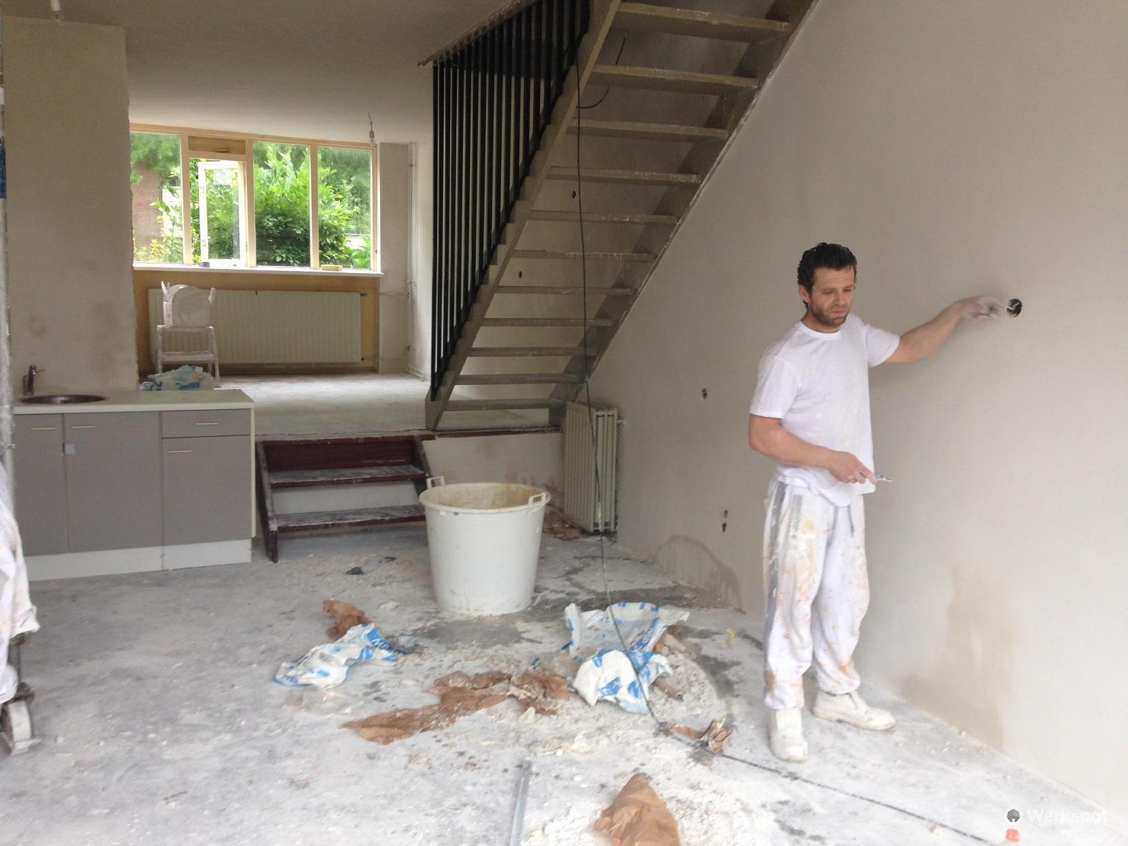 Stucwerk badkamer (muren & plafonds) + stucwerk woonkamer +- 75 m2 ...