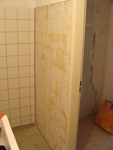 Opnieuw betegelen muurtje badkamer - Werkspot