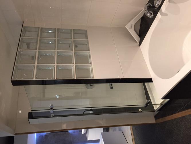 Glasblokken In Badkamer : Renovatie badkamer m werkspot