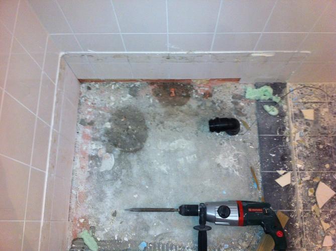 uithakken vloer en plaatsen van een afvoer in de douche - werkspot, Badkamer
