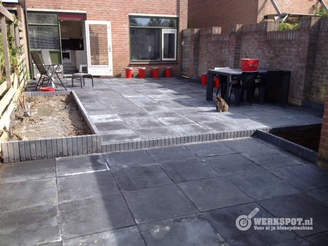 Tuin Met Tegels : Eigen huis tuin afl sierbestrating keramische tegels youtube