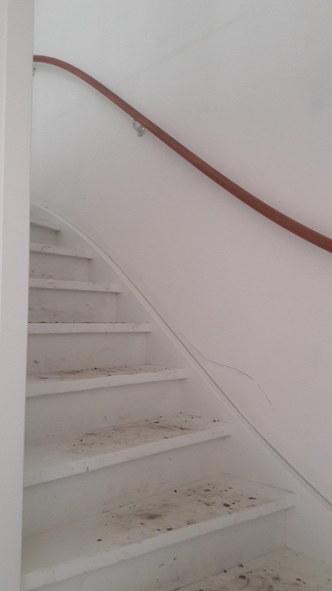 Behangen trappengat werkspot for Gipsplaten behangen met vliesbehang