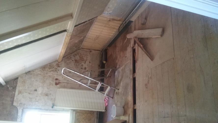 Badkamer plaatsen: hangend toilet, douchekabine bouwen van gipsblok ...