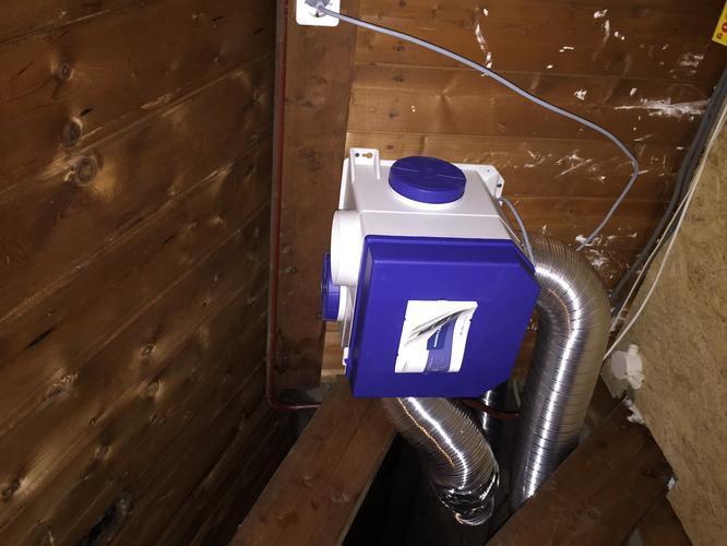 Dakdoorvoer maken op vliering voor centrale ventilatie badkamer ...