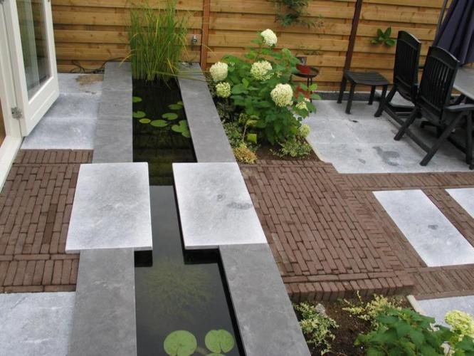 Vijver graven werkspot for Vierkante vijver maken