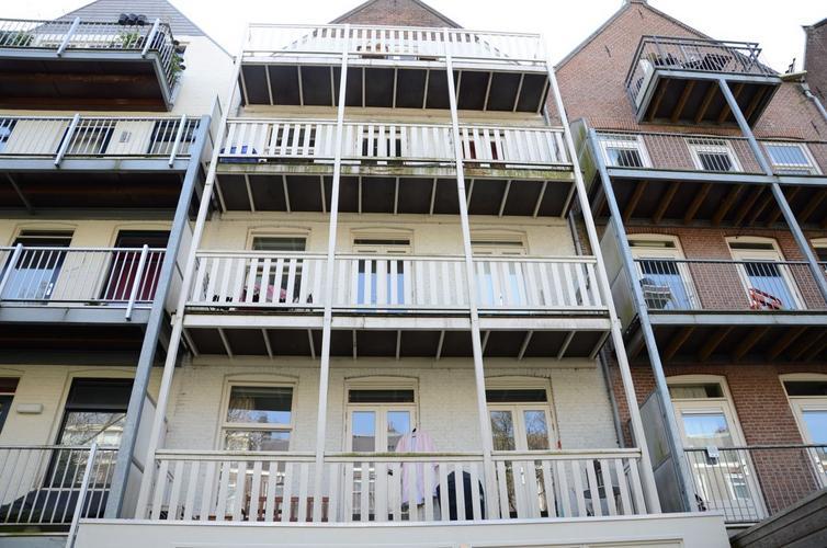 Houten Balkon Meubels : Schilderen houten balkon achterzijde werkspot