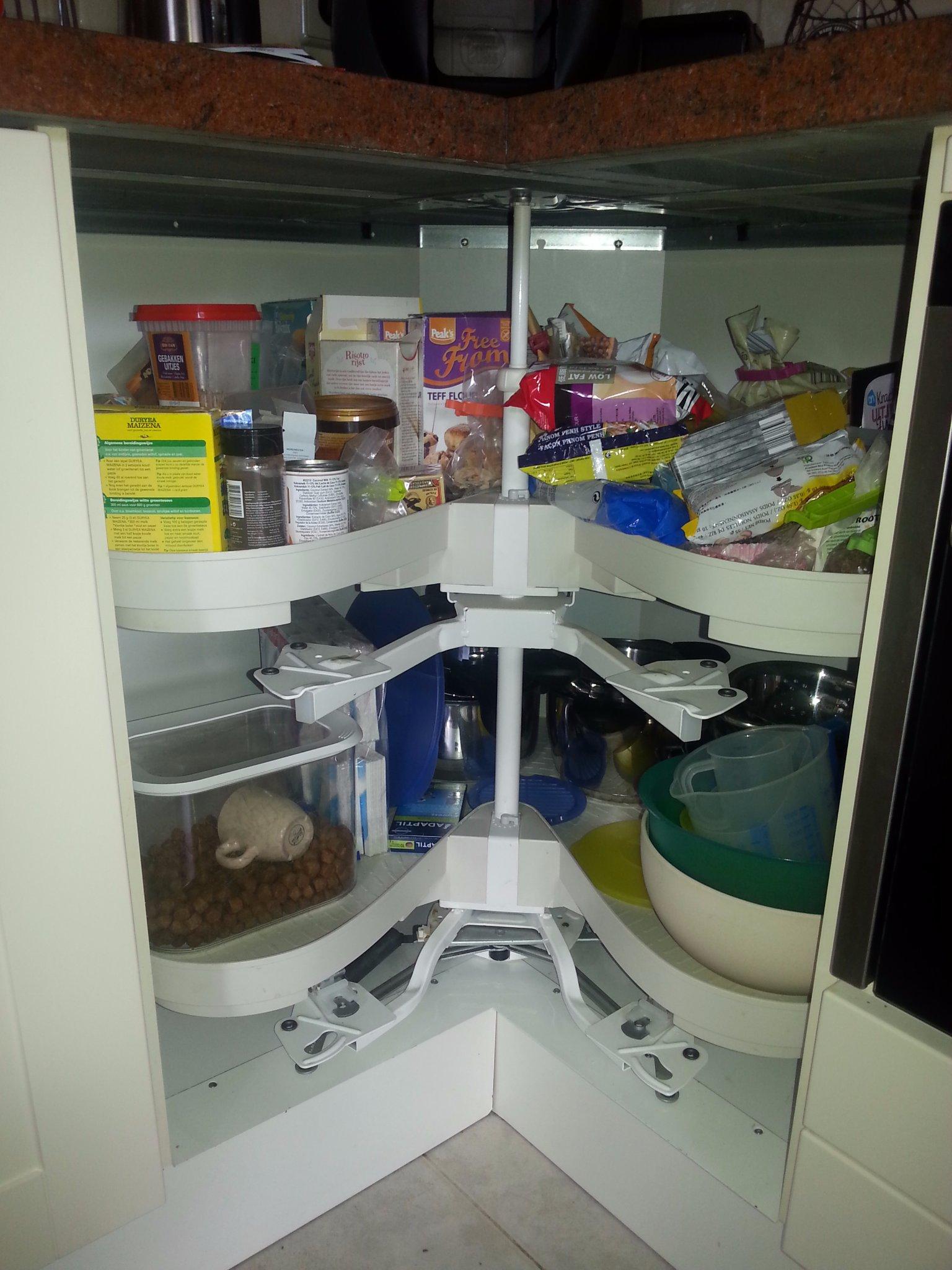 carrousel keuken afstellen : Deurtjes Carousselkast In De Keuken Plaatsen En Afstellen Werkspot