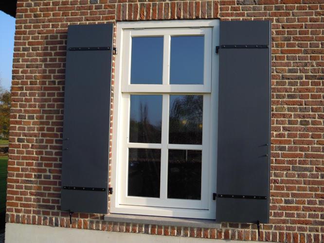 Luiken maken en plaatsen werkspot for Houten decoratie voor raam