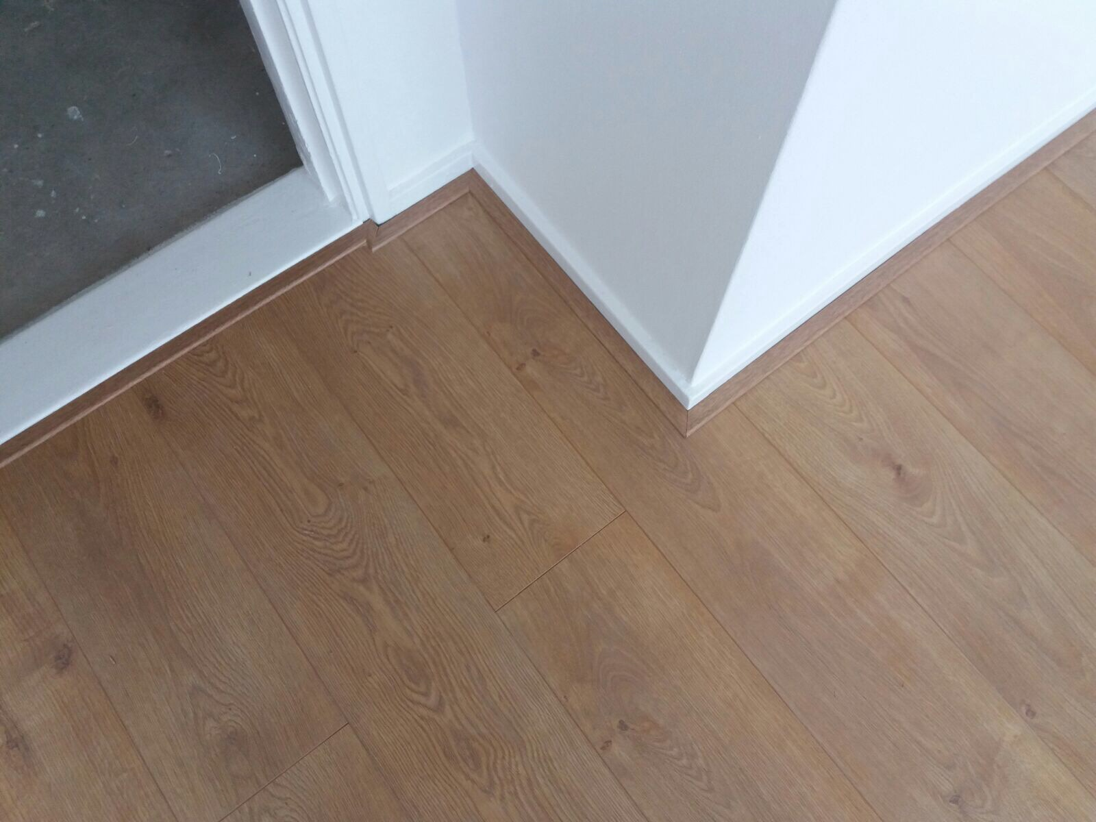 Slaapkamer laminaat+ondervloer leggen 11m2 - Werkspot