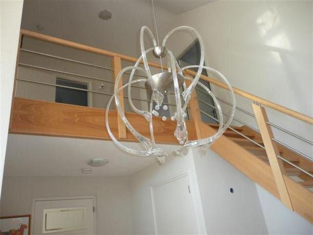 Hal van een woning met hoge plafonds verf de installatie van een werkspot - Verf een houten plafond ...