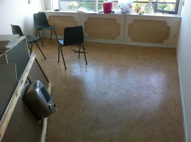 Verwijderen vastgelijmde linoleum vloer geen asbest werkspot