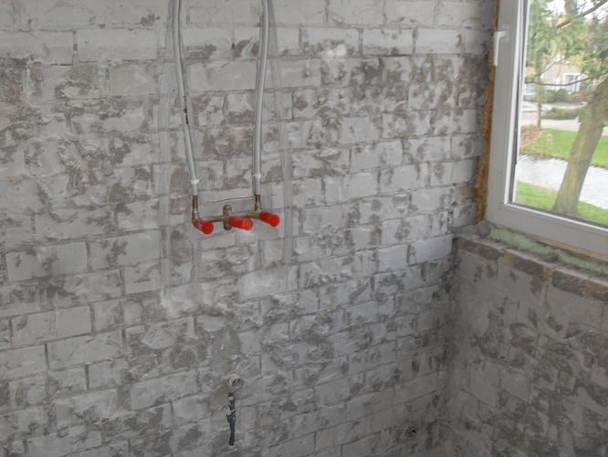 Cement Stucen Badkamer : Fase 1 badkamer overloop en 1 slaapkamer stucen werkspot