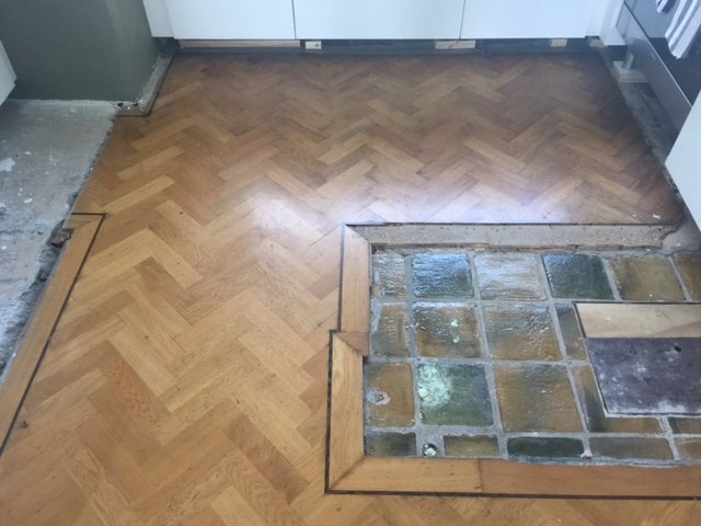 Egaline vloer aanbrengen en oude houten vloer visgraat recht maken
