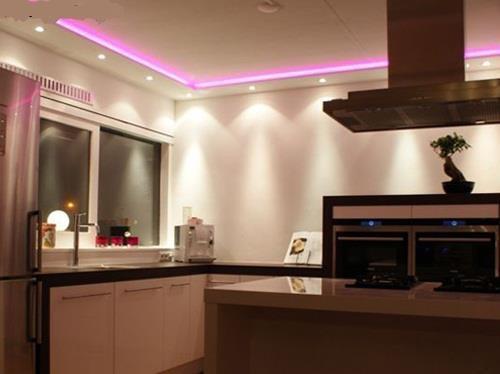 Van Boven Keukens : Maken van een koof met spotjes en led strip boven de keuken werkspot
