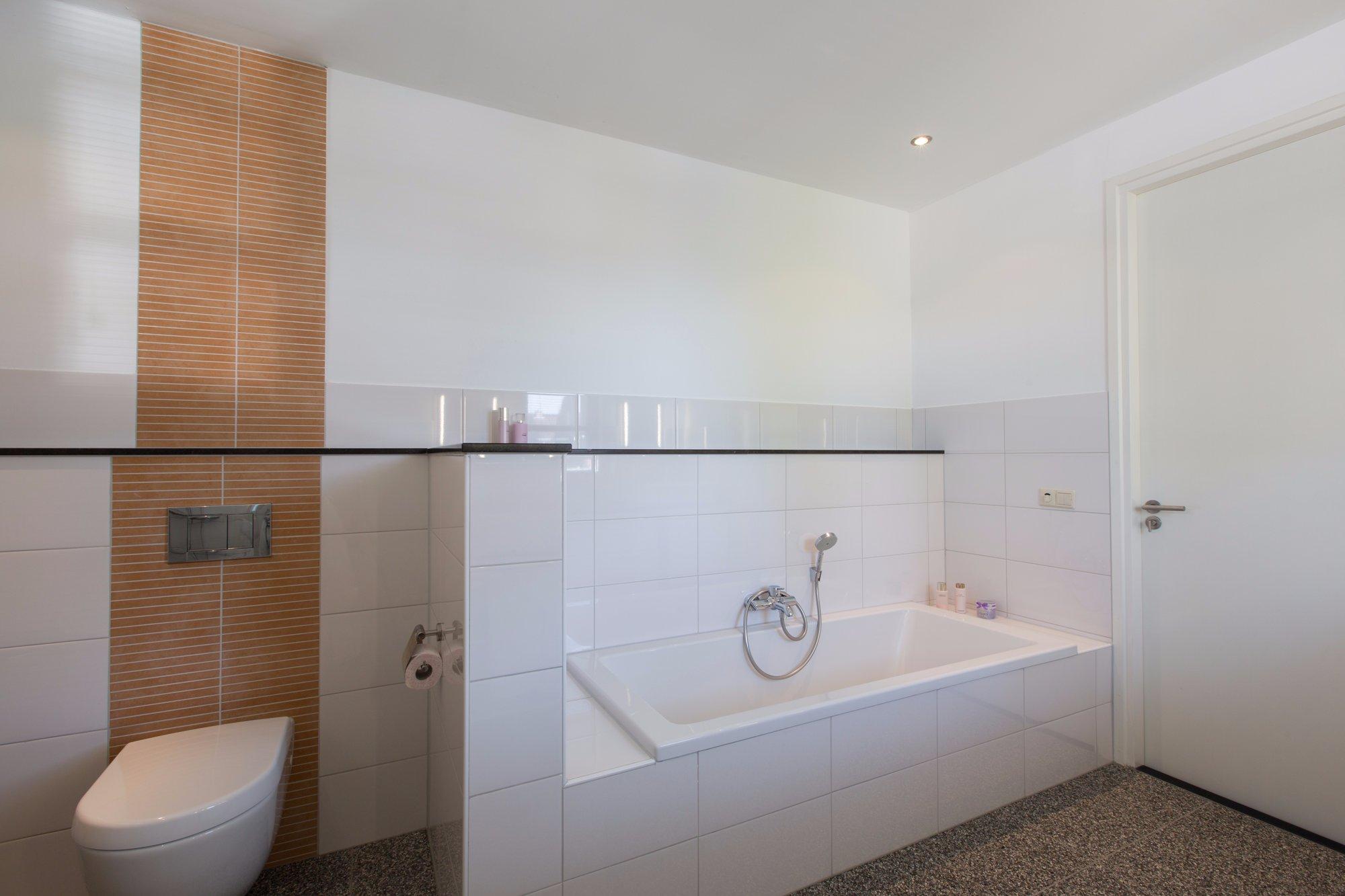 Troffelvloer In Badkamer : Badkamer het aanbrengen van een troffelvloer en stucwerk beton cire