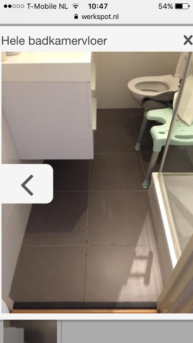 Badkamer vloertegels verwijderen en opnieuw tegelen - Werkspot