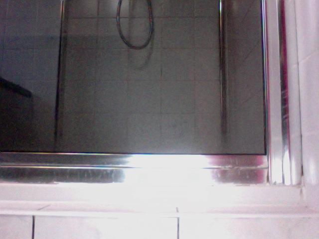 Douchebak kapot verwijderen douchecabine nieuwe bak plaatsen en t