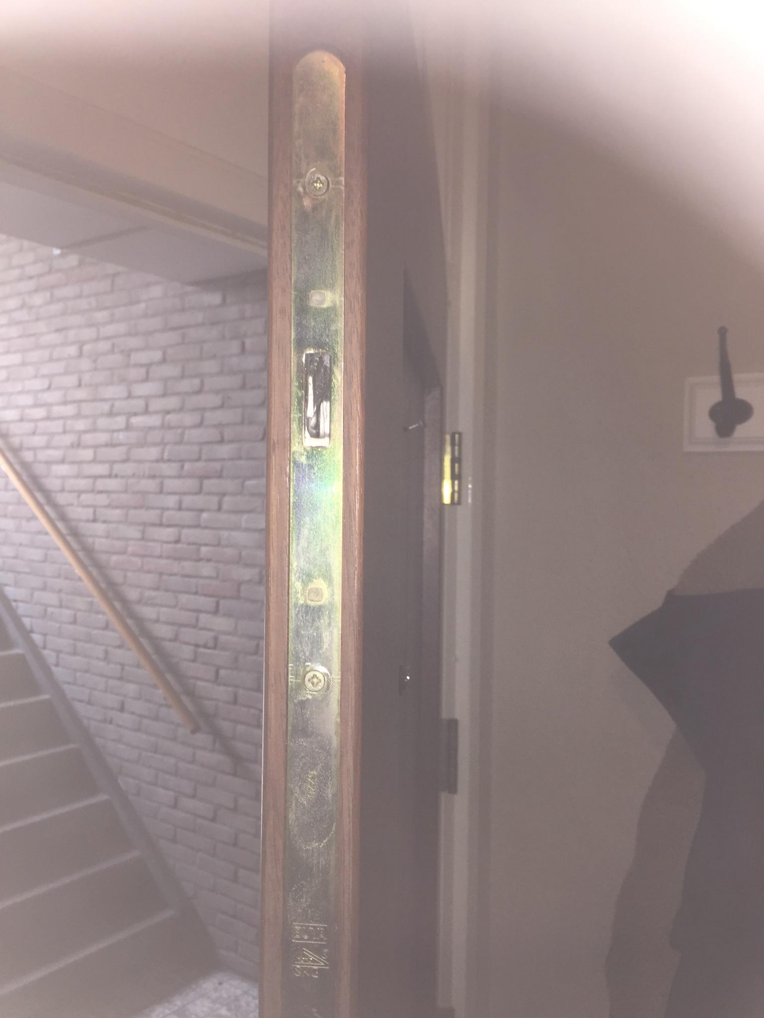 Best heb with deur klemt onderkant for Inmeetmal voor deuren
