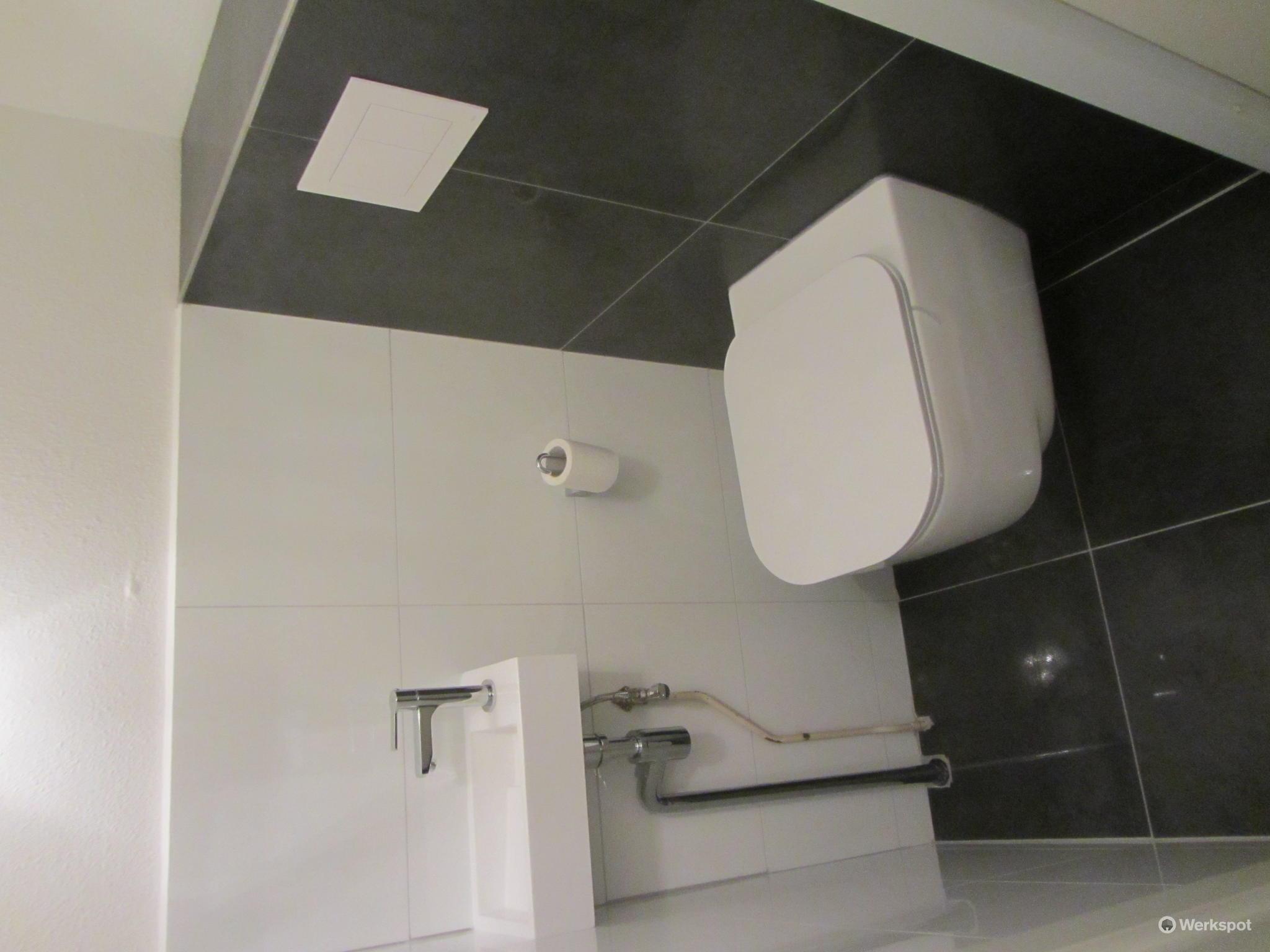 Achterwand Hangend Toilet : Hangend toilet plaatsen en fontein vervangen en betegelen werkspot