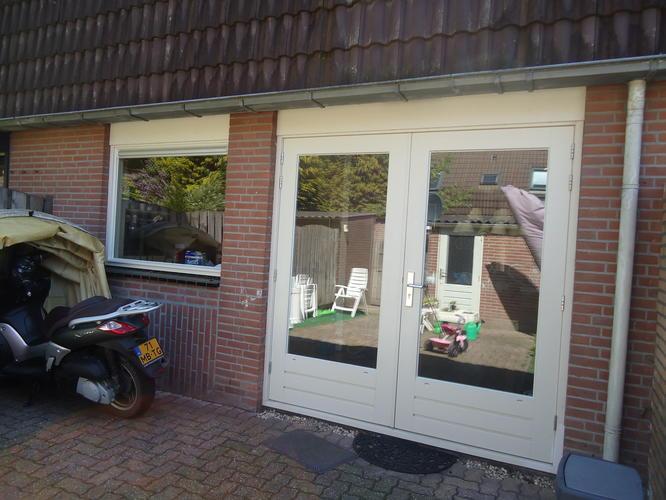 Breedte Openslaande Deuren : Ramen op de bovenverdieping en beneden de openslaande deuren en