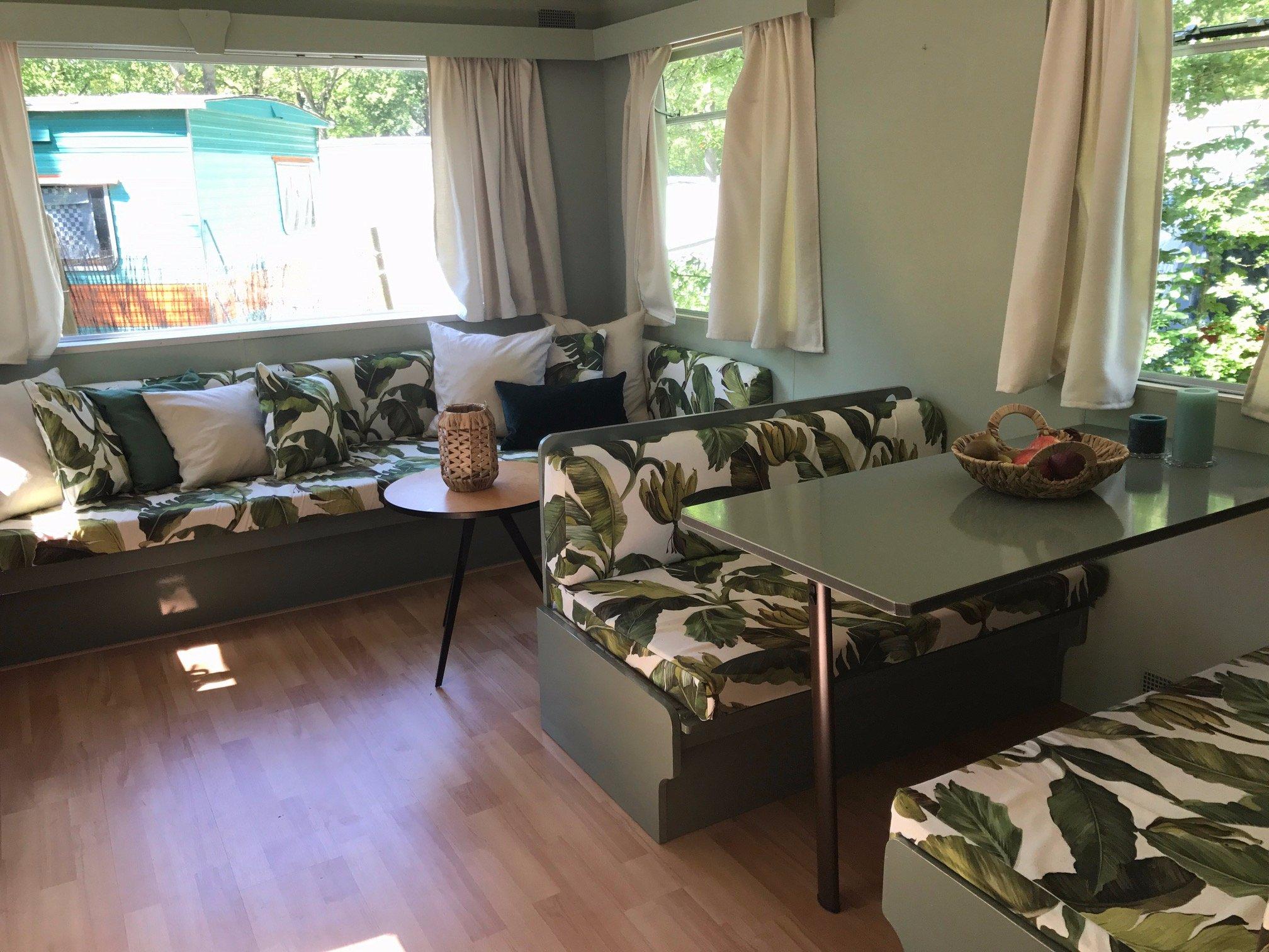 Hoezen maken bank caravan + gordijnen - Werkspot