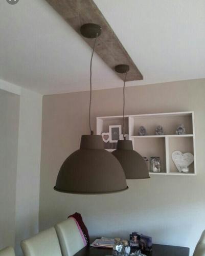 lampen bevestigen aan plank en aan het plafond monteren