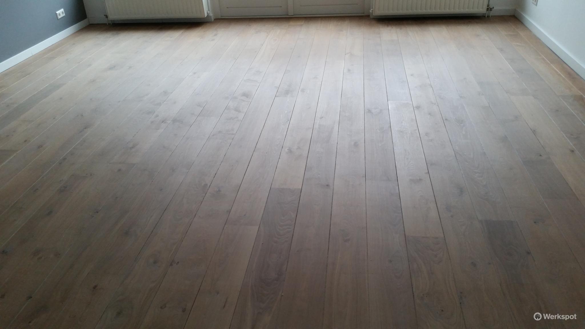 Kleurolie Eiken Vloer : Houten vloeren schuren en in de kleur olie advies werkspot