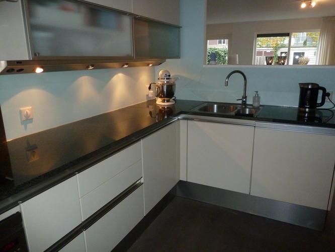 Melkglas Keuken Achterwand : Melkglas plaatsen op achterwand keuken werkspot