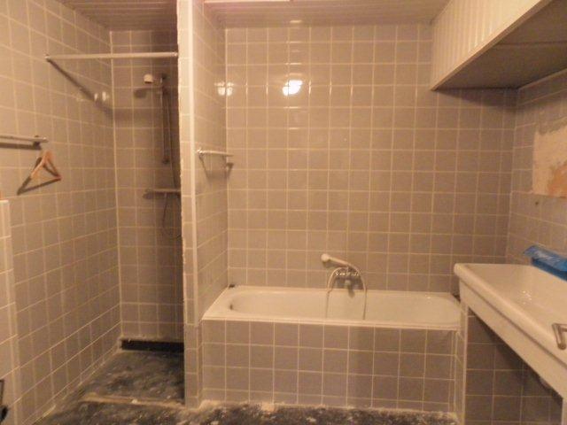 Badkamermuren vlak stucen oppervlakte badkamer 10m2 werkspot - Bijvoorbeeld vlak badkamer ...