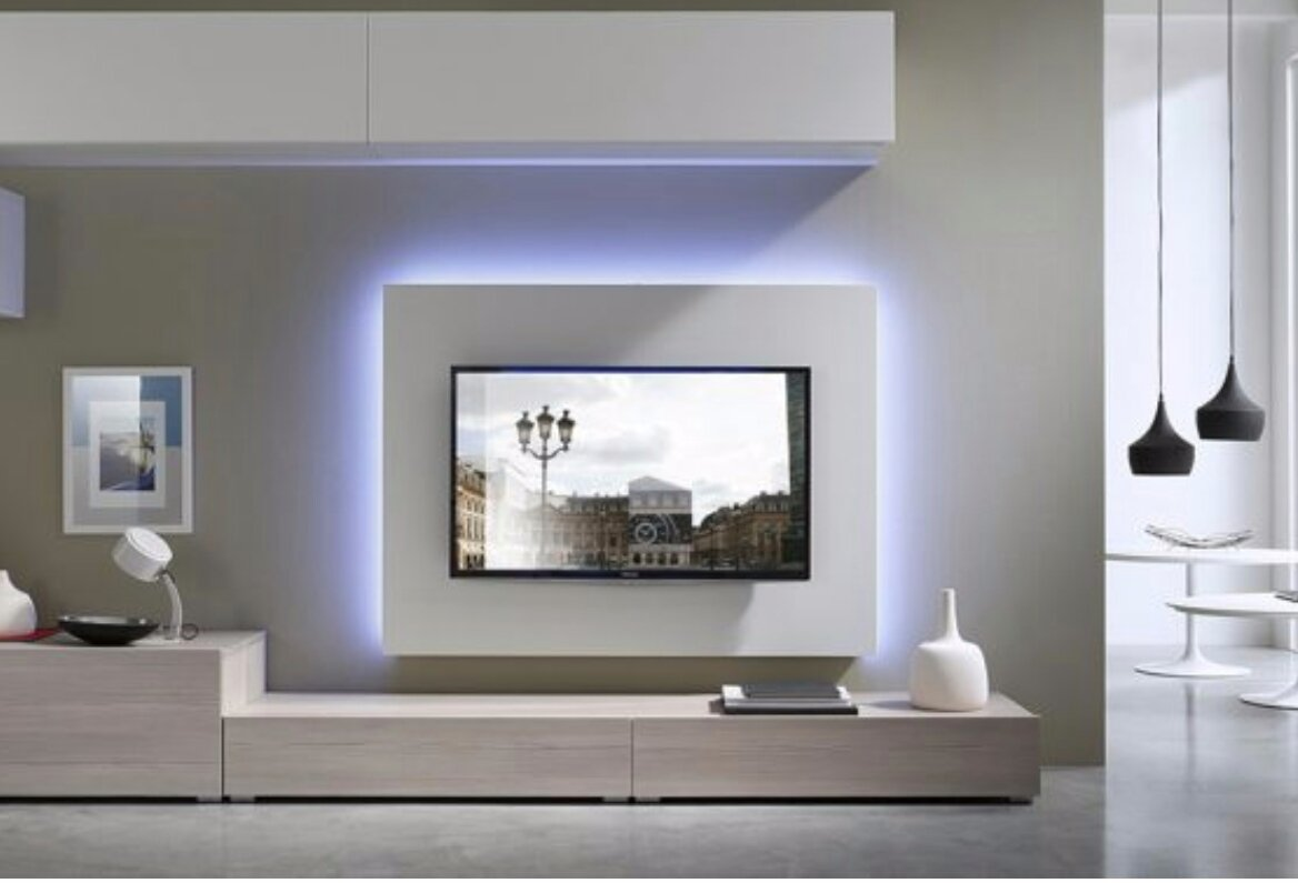 Tv flatscreen achterwand met verlichting en afwerkplank tv meubel ...