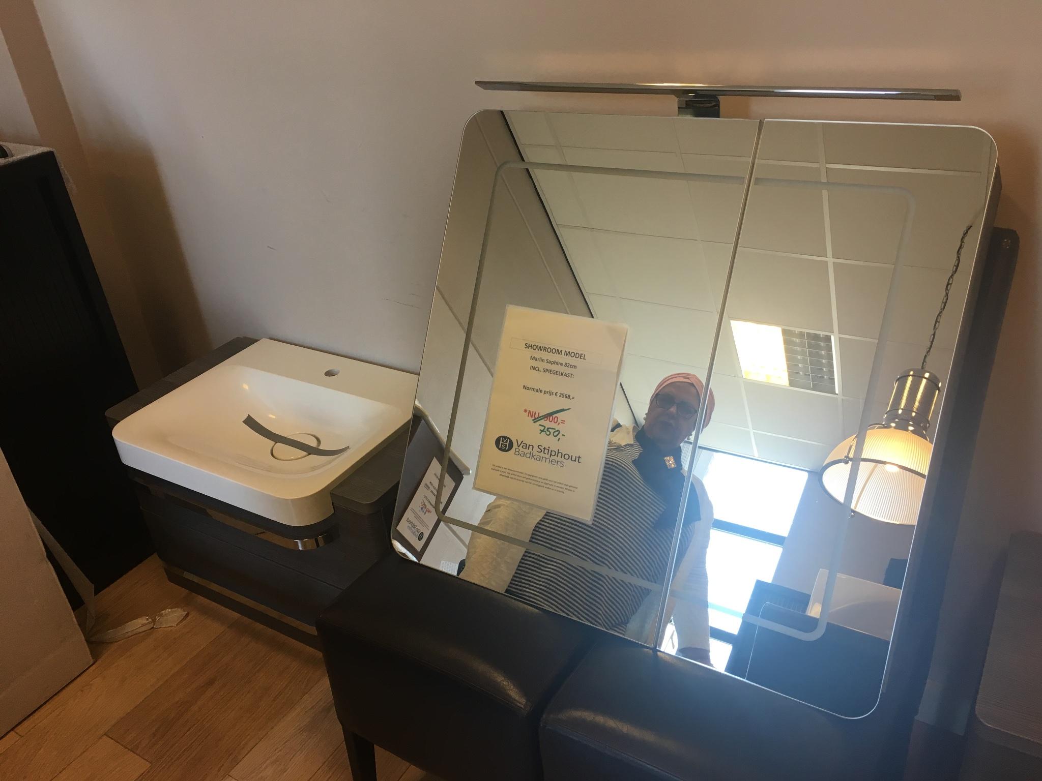 wastafel en spiegel badkamer plaatsen werkspot