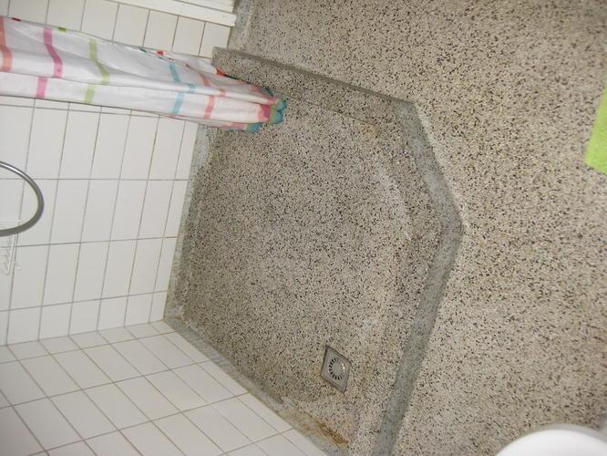 Polijsten restaureren granito badkamervloer werkspot for Badkamervloer schoonmaken
