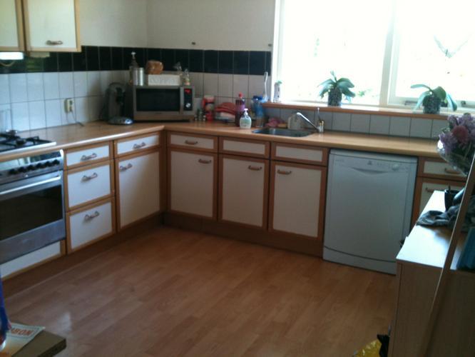 Keukenkastjes Verven Hoogglans : Keukenkastjes verven werkspot