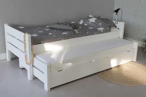1 Kast (Pax kast Ikea) en 2 bedden (niet van Ikea) in elkaar zetten    Werkspot