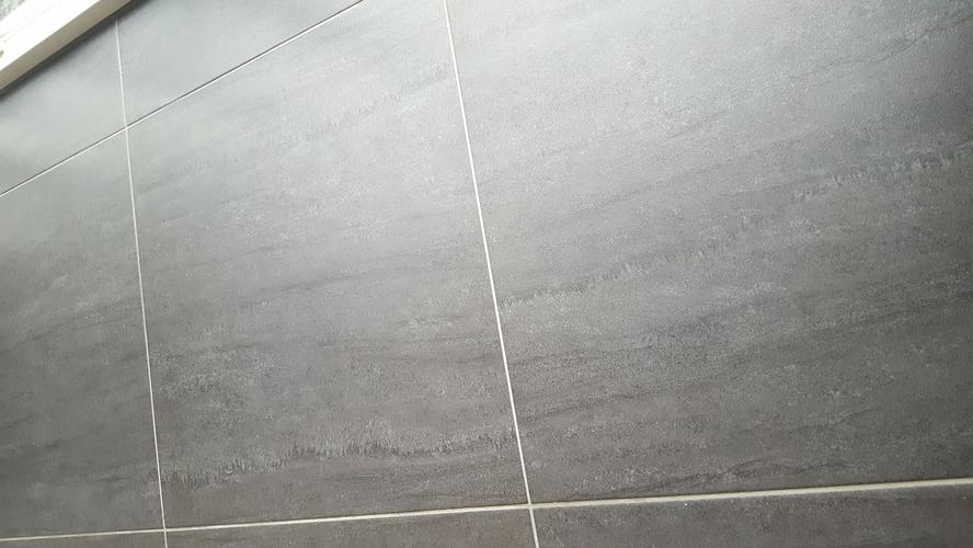 Gietvloer over keramische tegels aanbrengen werkspot