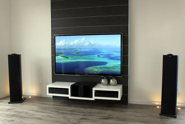 achterwand waar televisie aan kan hangen met meubel werkspot. Black Bedroom Furniture Sets. Home Design Ideas